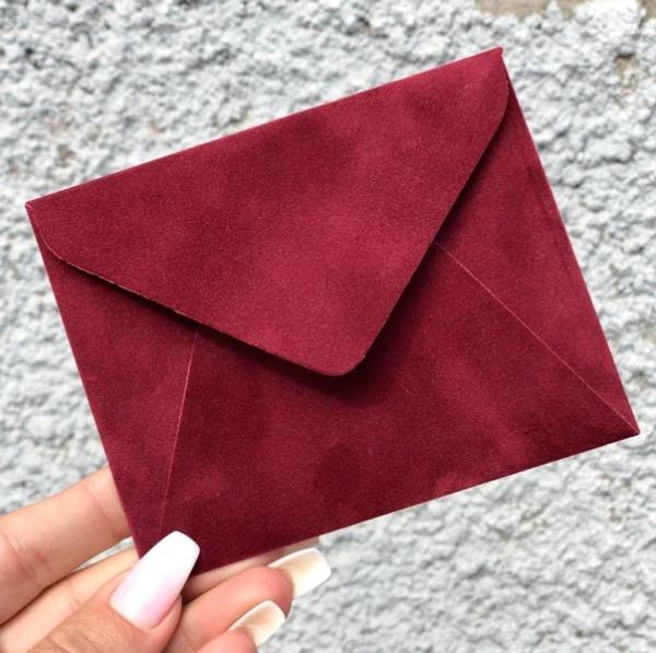 Бордовые бархатные мини конверты цена