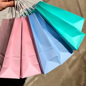 Цветные крафт пакеты с ручками купить