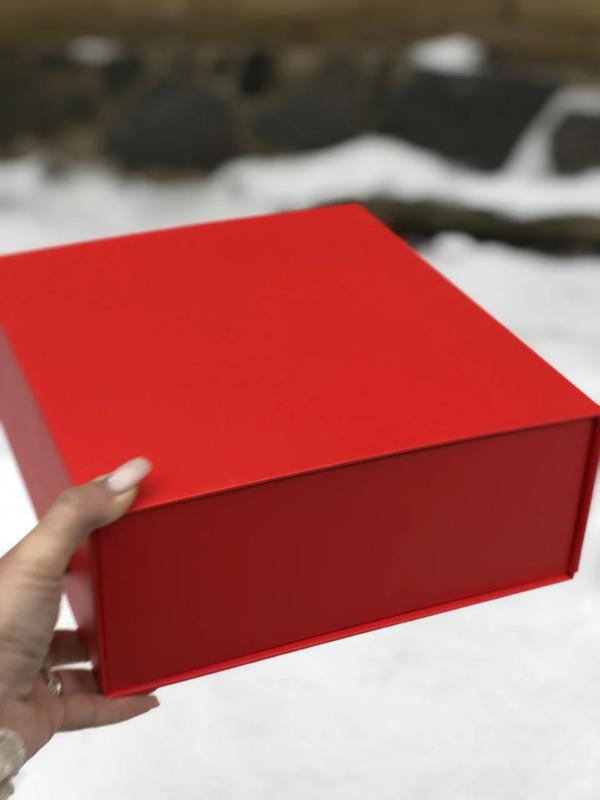 подарочная коробка красная