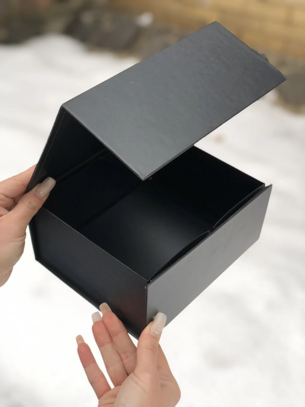 подарочная коробка чёрная
