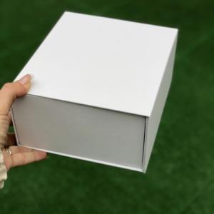 подарочная коробка белая